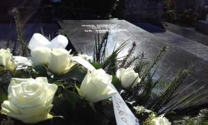 A Mike család felújított síremlékének megszentelése